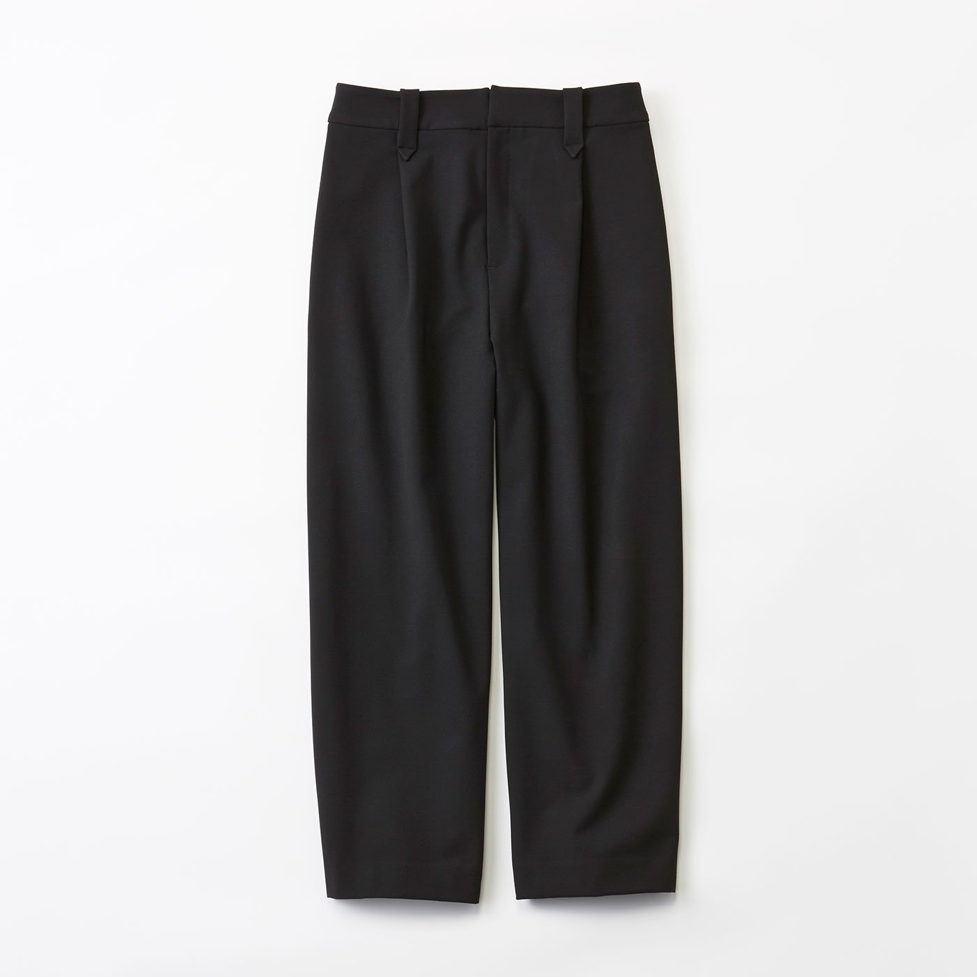 LX 大人女性の着こなし支える 理想のブラックパンツ