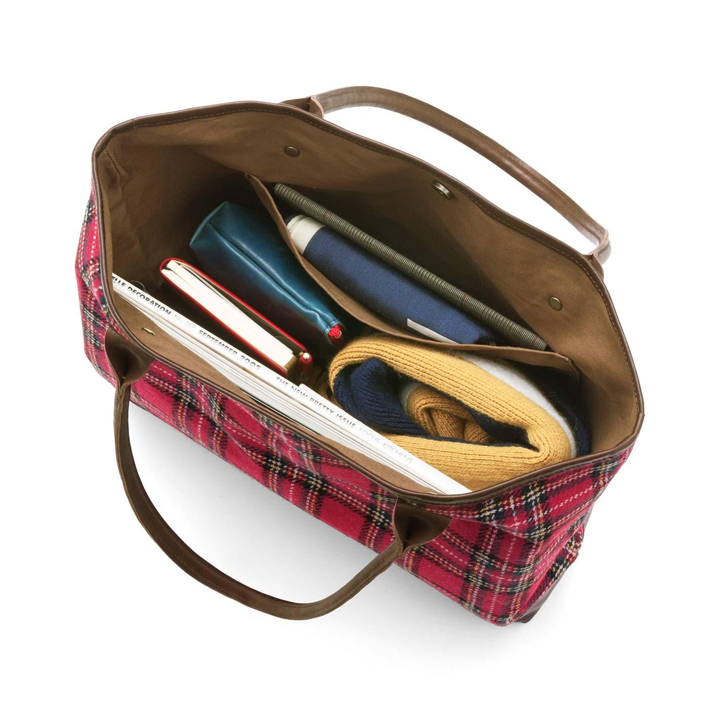 A4ファイルや折りたたみ傘なども収納できる使い勝手のよいサイズ。