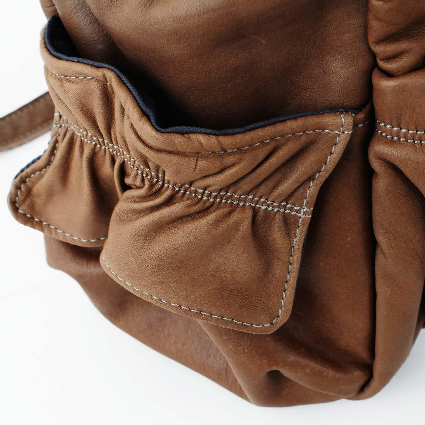 小物収納に便利な側面ポケット