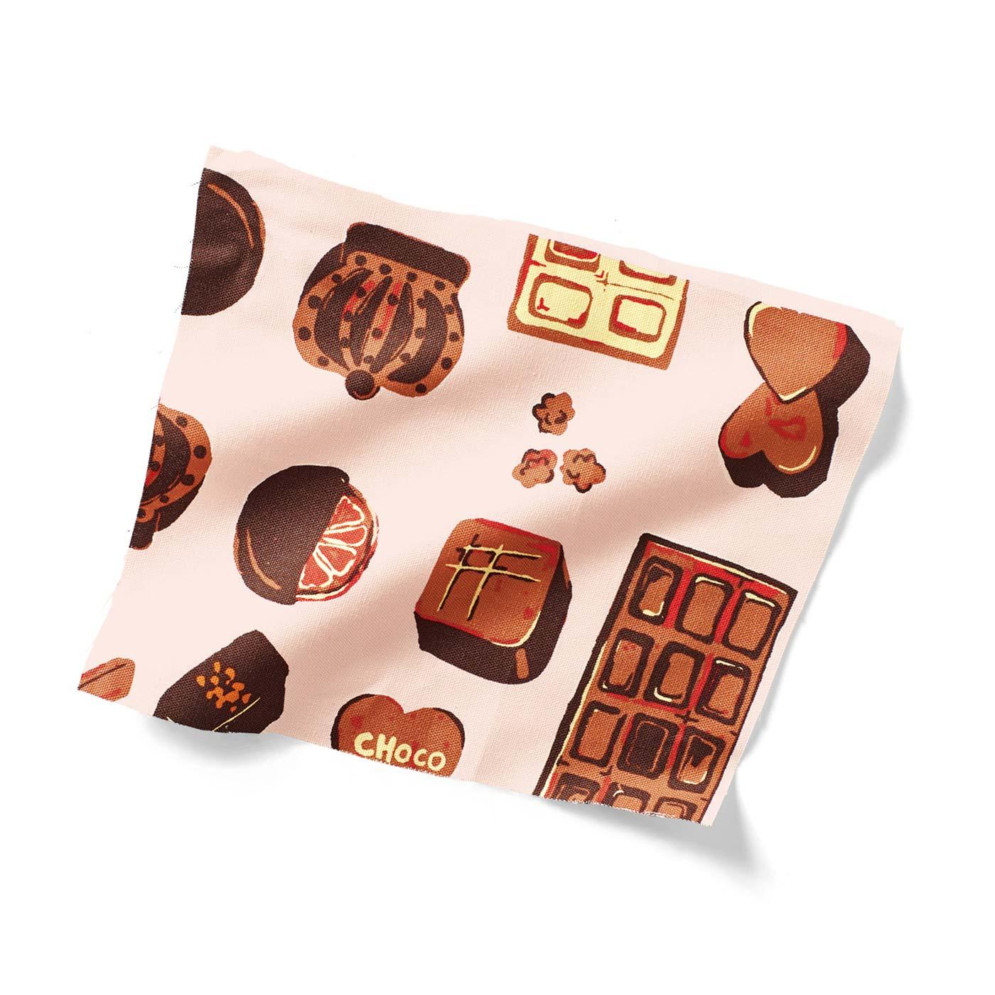 取材バッグとポーチの内生地はみりさん手描きのキュートなチョコファブリック。