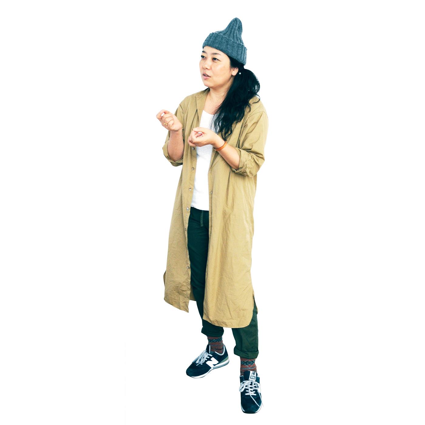 [Profile:スタイリスト 村上きわこさん] ひとりの女性の物語をつづるようなストーリーのあるスタイリングに定評があり、『職人の春鞄』をはじめフェリシモのカタログ、広告、雑誌など多方面で活躍。また、イベントやファッション雑貨のプロデュースの場でも活躍。