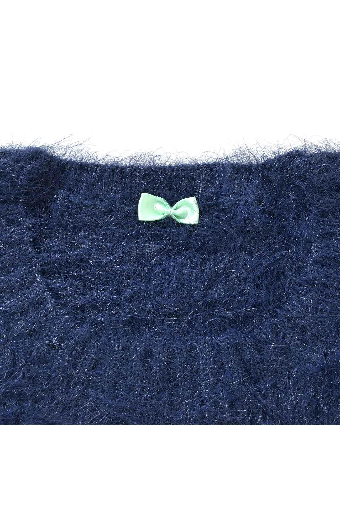 首の後ろに蝶ネクタイみたいなリボンが付いています。着ると見えなくなる、私たちだけのかわいいポイント。