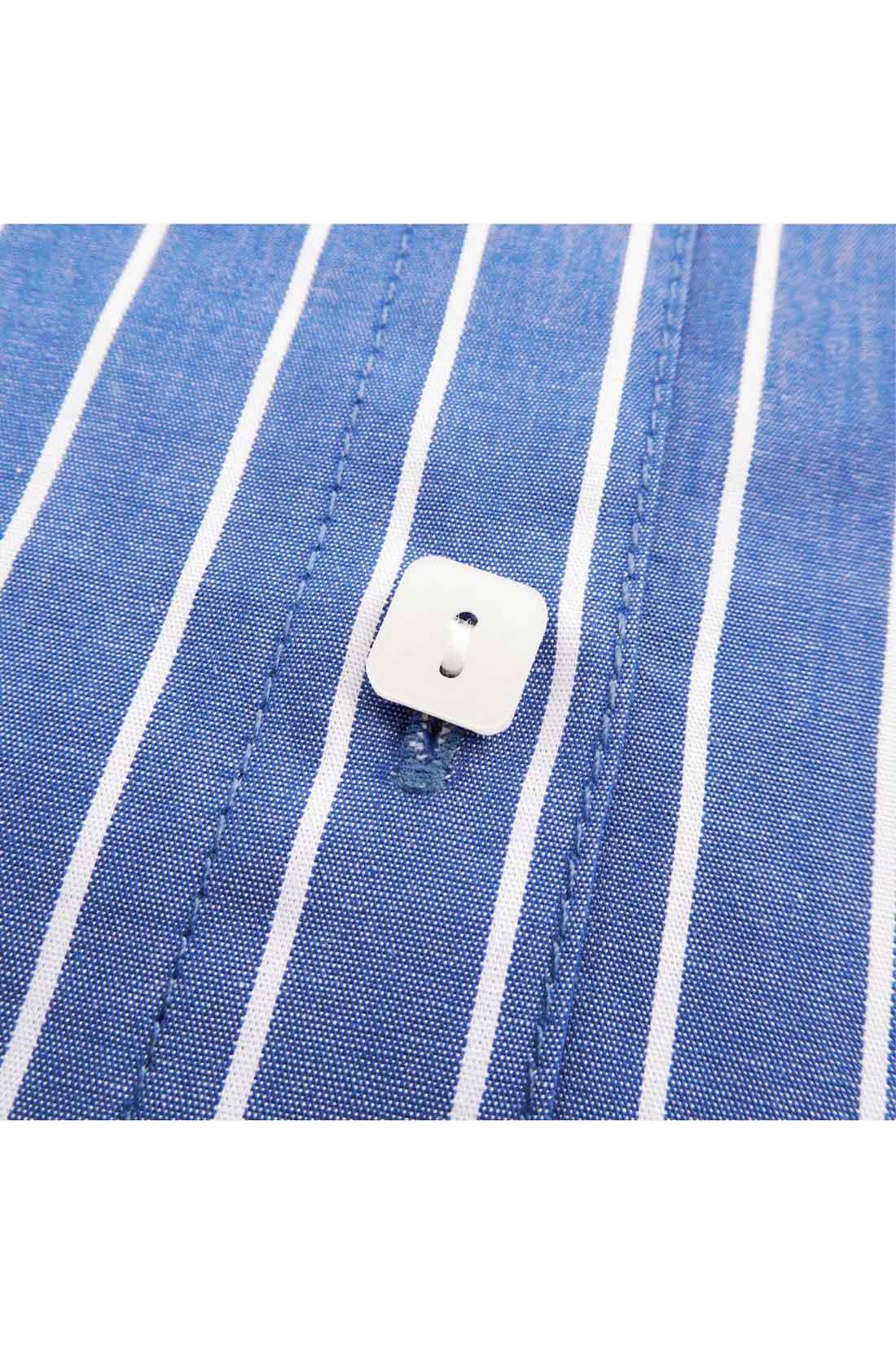 ちっちゃな四角いボタンがちょこんちょこん。