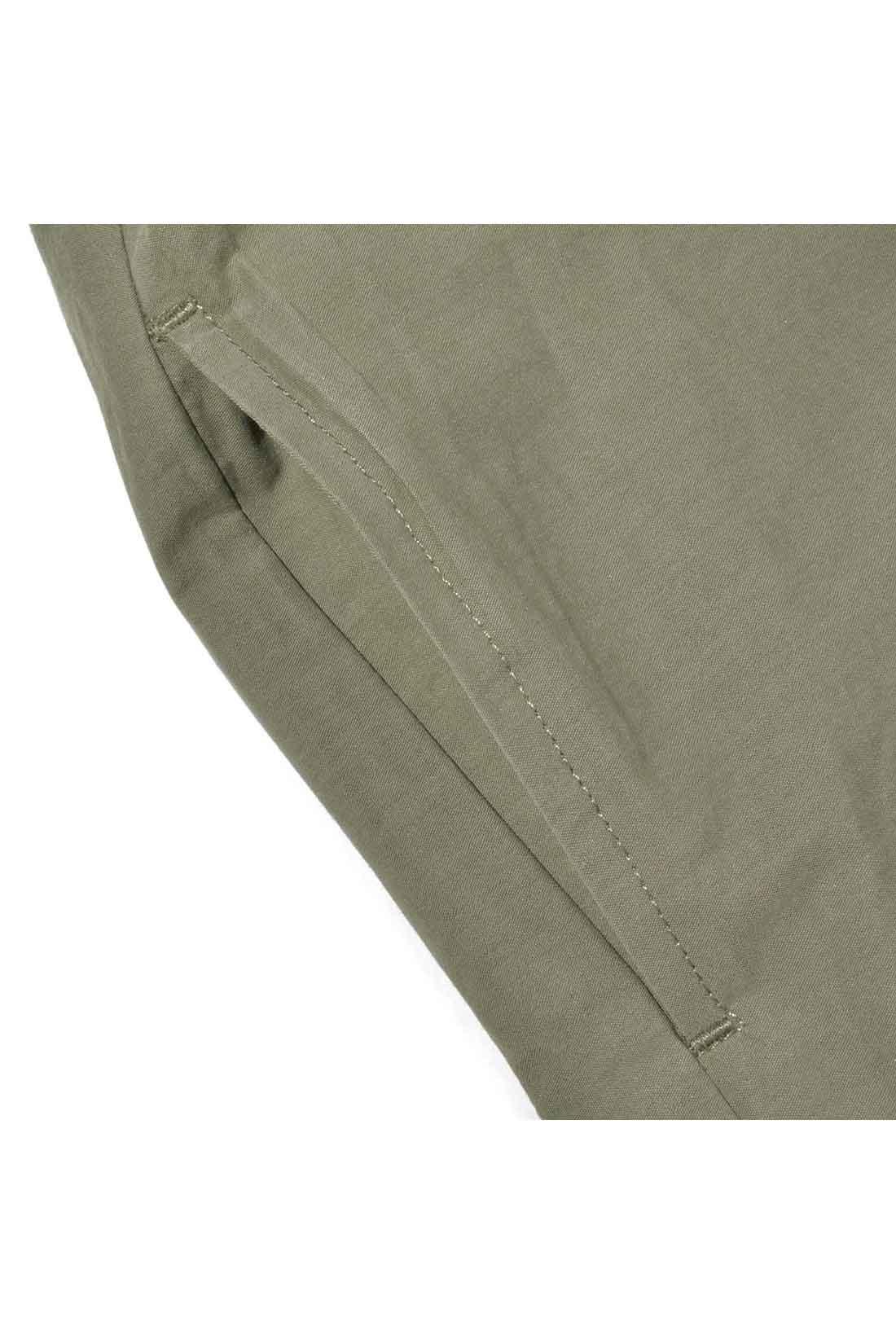 スカート部分はほどよいハリ感のふはく素材。何かと便利なポケット付き。