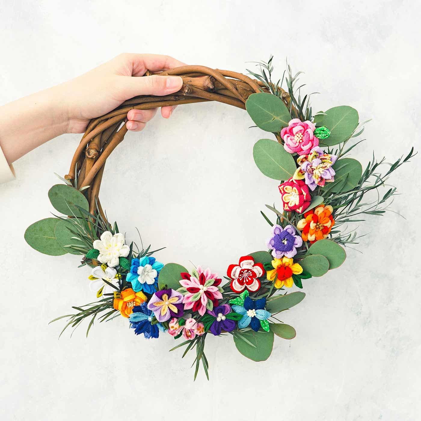 小さな一輪に個性がキラリ つまみ細工の花図鑑の会