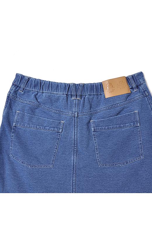 ポケットや合皮パッチなどこだわりのバックスタイルで小尻効果大。