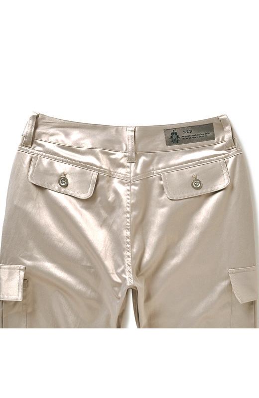 高め位置のサイドポケット位置でヒップを小さく高く。