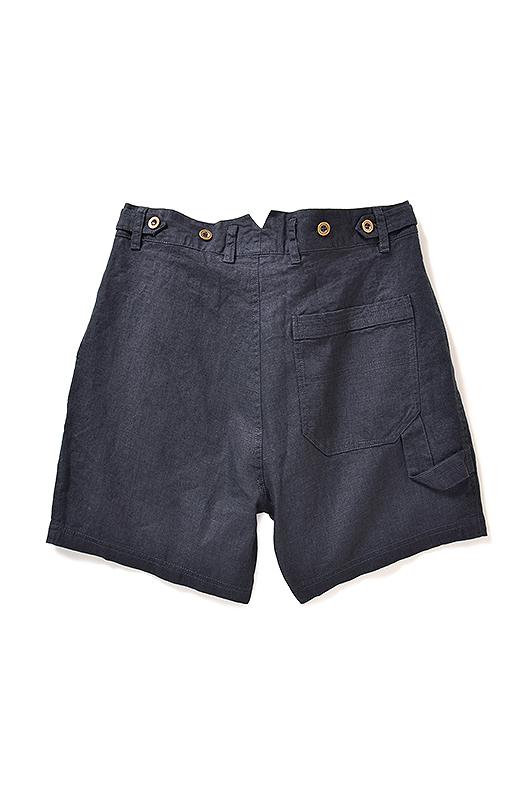 Back ポケットデザインで腰まわりをすっきり。