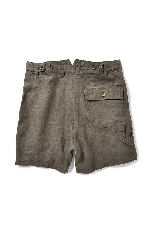 Back  多彩なポケットデザインで腰まわりをすっきり。