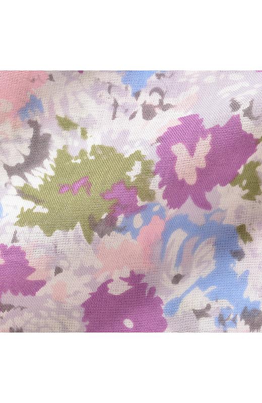 光にとろけるような彩りが品よくやさしげな水彩画タッチ。洗いざらしをそのまま着たい綿100%のガーゼ素材です。