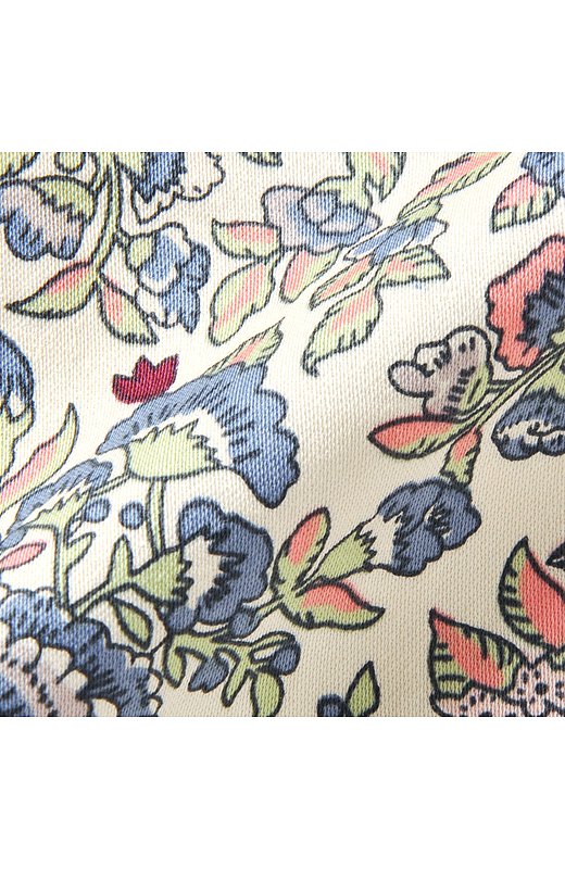 アイボリーのベース色におしゃれなヴィンテージフラワー模様。