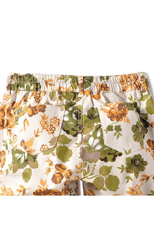 リブ イン コンフォート コーディネイトのアクセント 花柄プリントパンツ〈オレンジ×グリーン〉