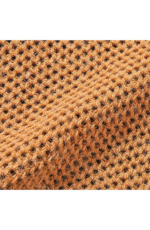 ポコポコした表面感がかわいいタック編みを身ごろに使っているのが、重く見えない秘密。