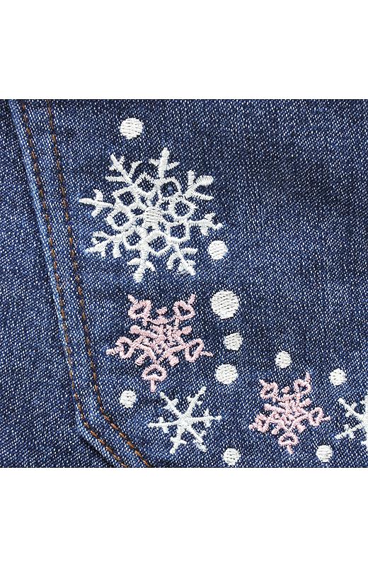 繊細な雪柄のカワイサにキュン。丸みのある結晶のデザインにこだわって、愛らしい印象に!