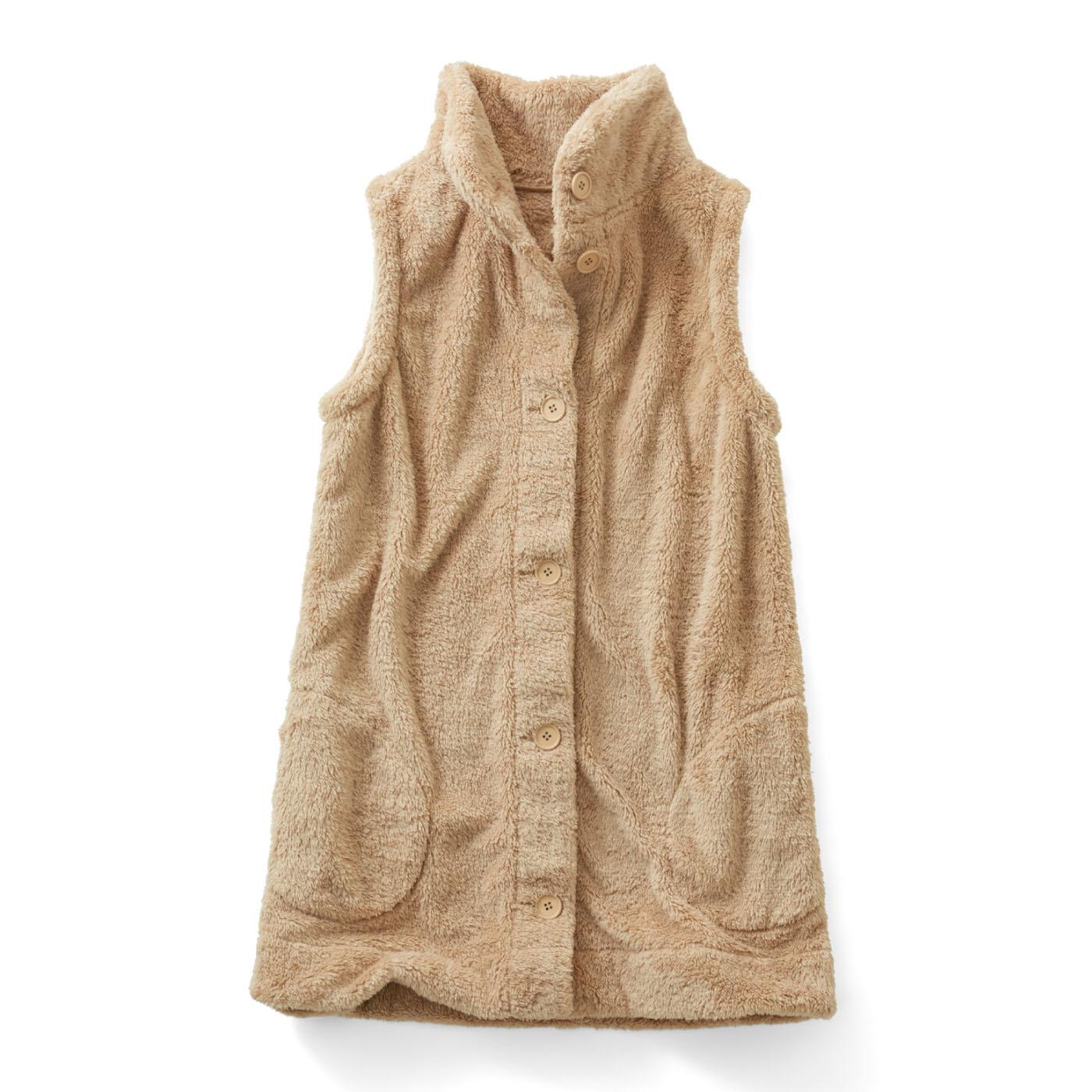 手を入れてぬくぬくできる、内側までボアの大きめポケット。冷えやすい腰やおしりもすっぽりカバーの長め丈。