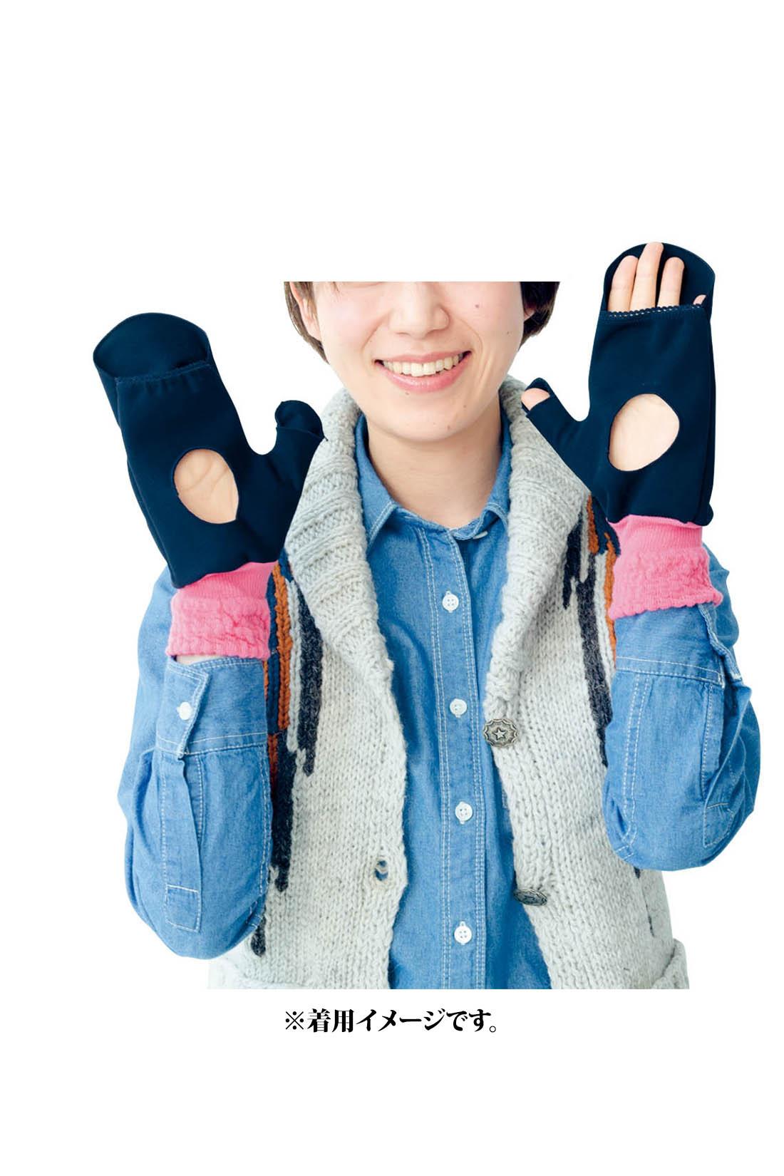 これは参考画像です。指先はすっぽりカバーすることも、出すこともできる仕様。手袋をつけたまま、スマートフォンもスイスイ。