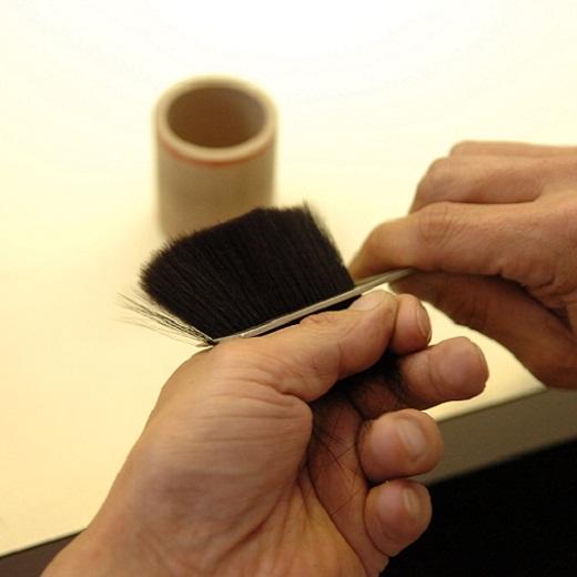 穂先をカットしない伝統の技術で、肌あたりがちくちくせずふわりとやさしい触り心地。