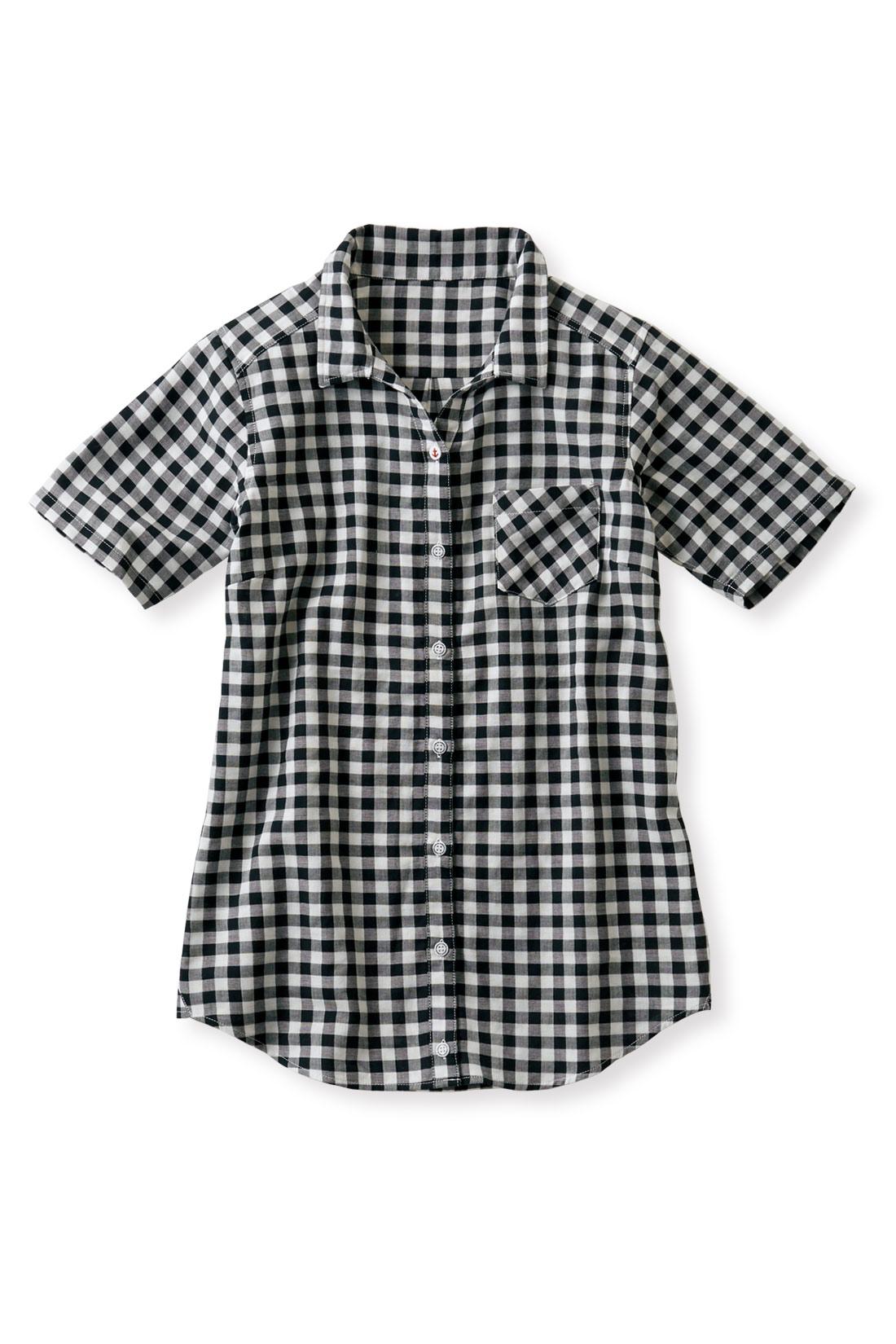 白×黒であかぬける【ギンガム】 やや長めの半袖だから、二の腕を自然にカバー。
