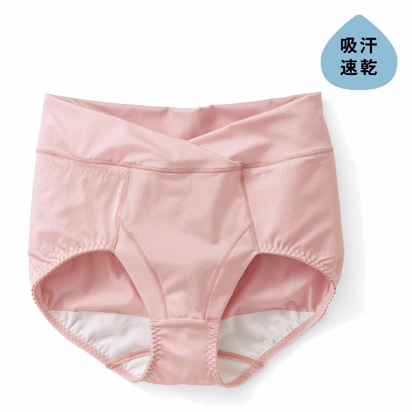 吸汗速乾素材使用し、汗をかいてもむれにくくべたつきにくく、さわやかな着用感をキープ。