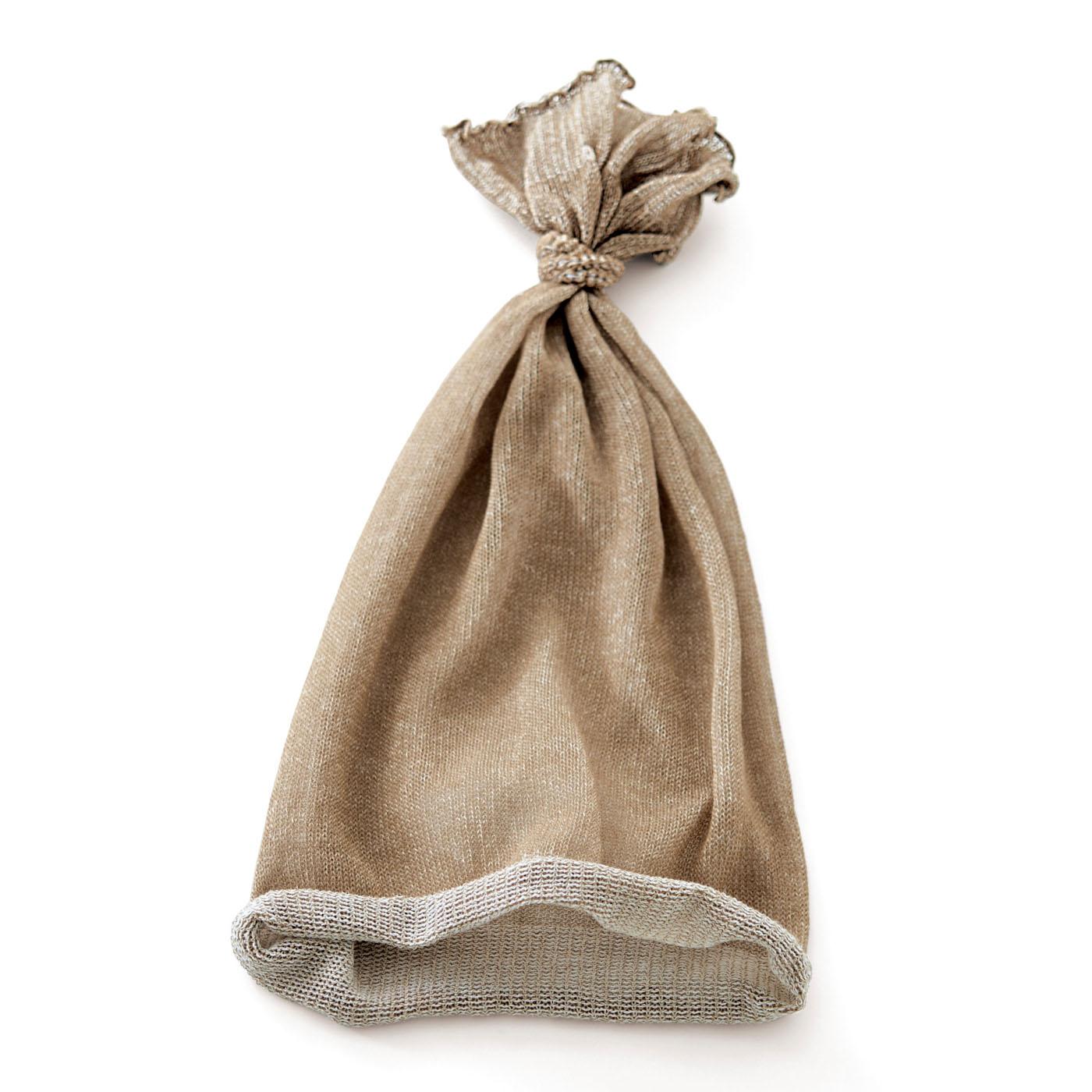〈ベージュ〉髪を摩擦や乾燥からガードします。