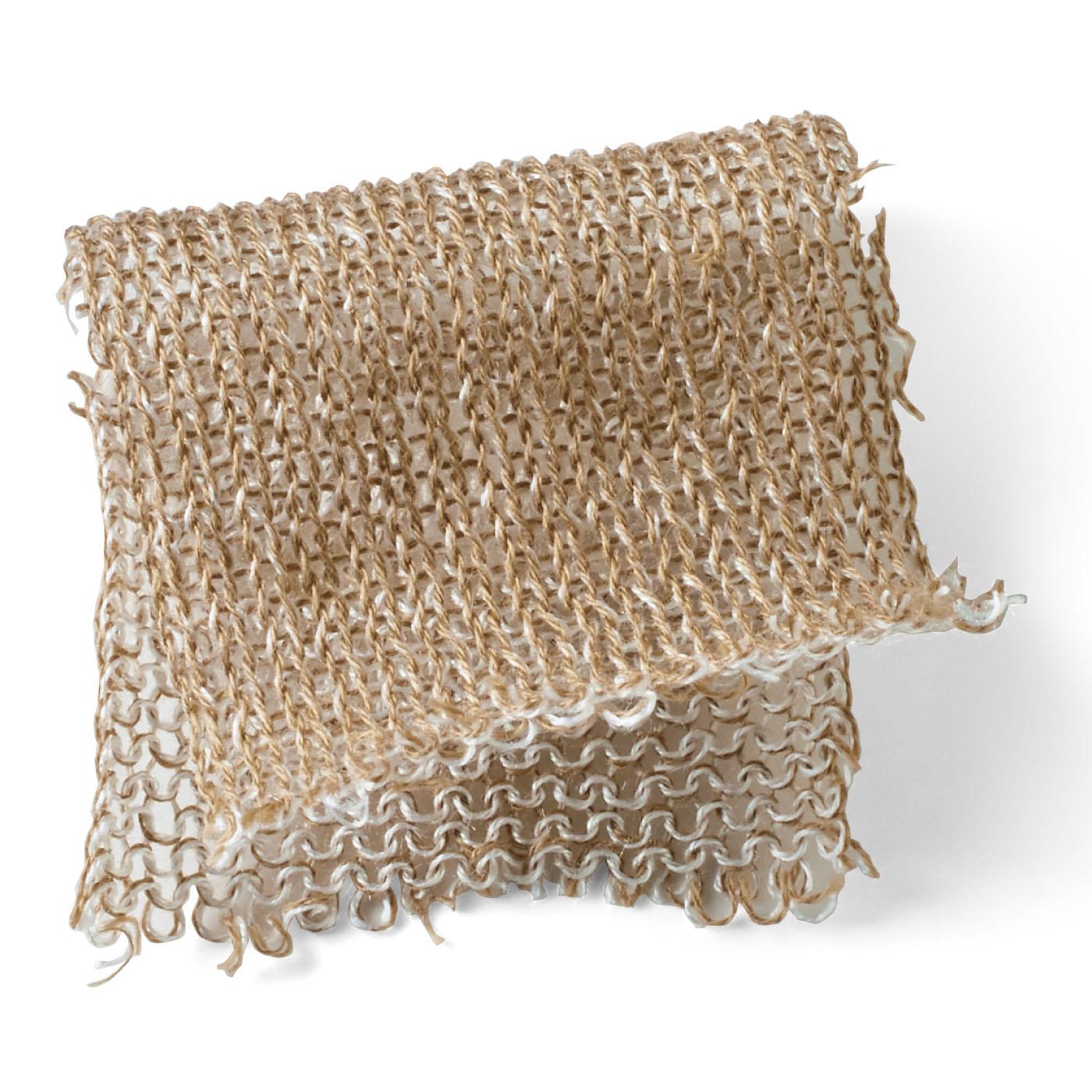 内側がシルク面になるように編み立てた、ゆる編みニット。通気性がよく、髪を摩擦からやさしくガードします。