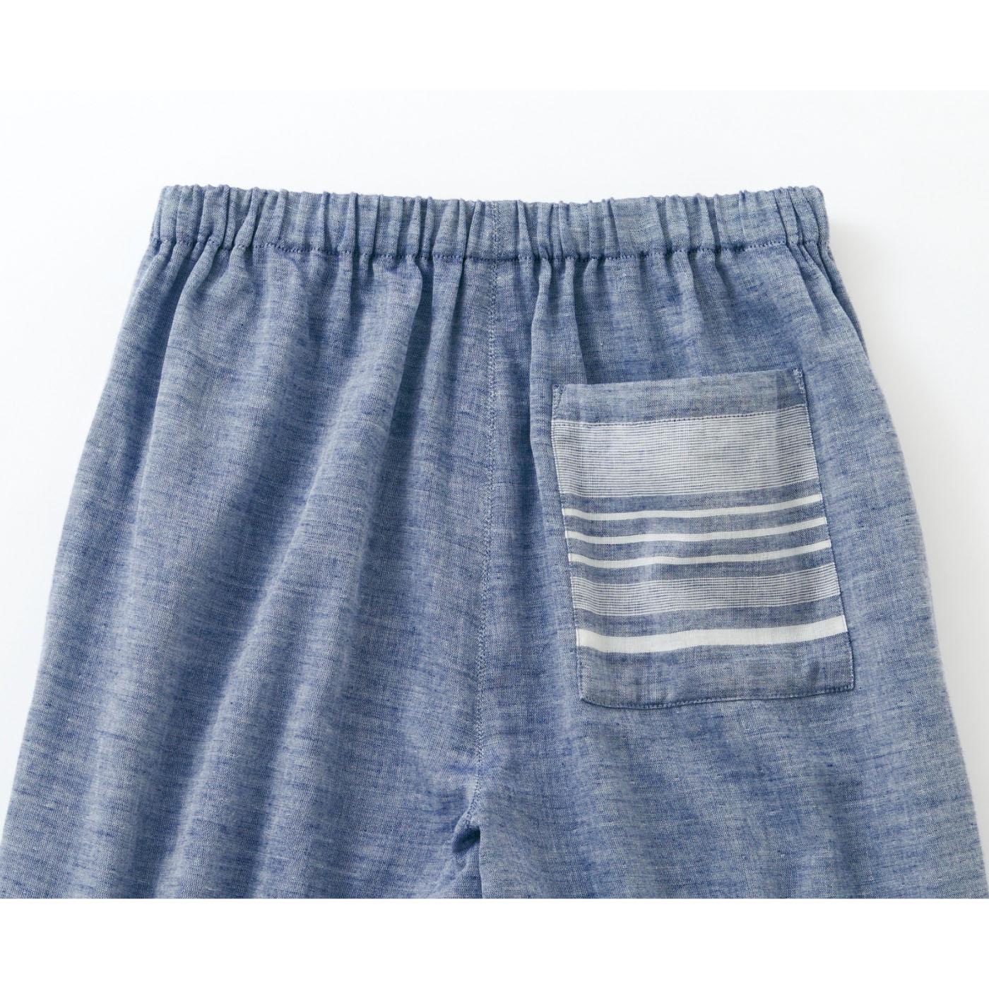 ゆったりシルエットでおしりをカバー。パンツの後ろにはトップスと共布のボーダー生地を使用したポケットが便利でかわいい。