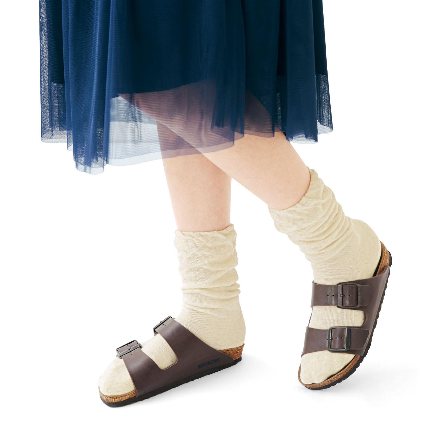 合わせやすい杢調のベーシックカラー、足首をクシュっとさせてもかわいい
