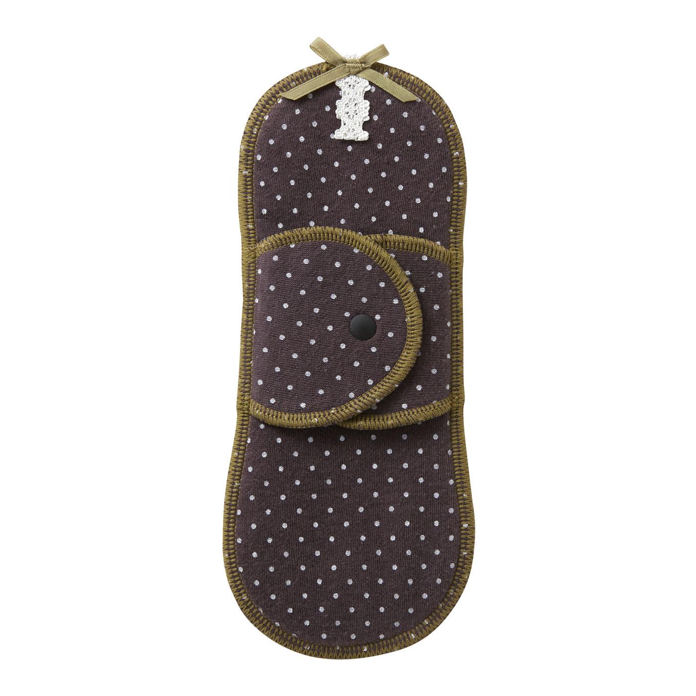 スナップボタンはショーツに合わせて2段階に調節可能。プラスティック素材だから、金属アレルギーの方も安心です。