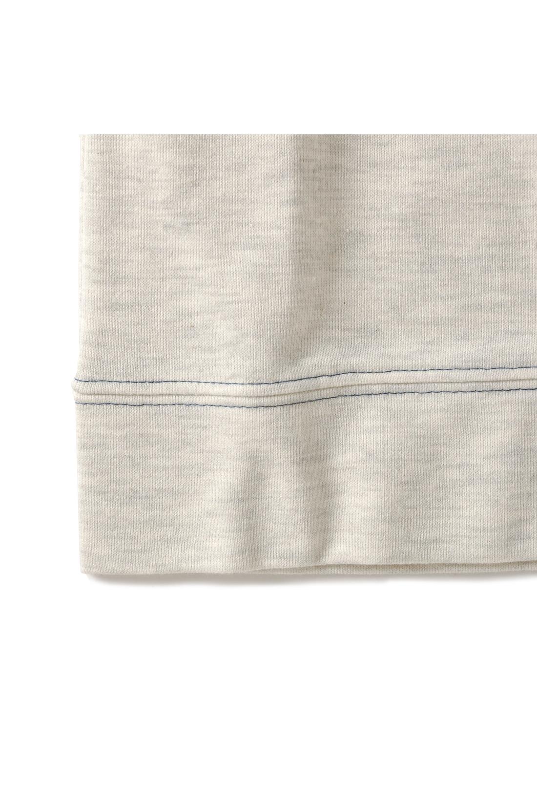 袖口、すその配色ステッチがおしゃれなアクセントに。