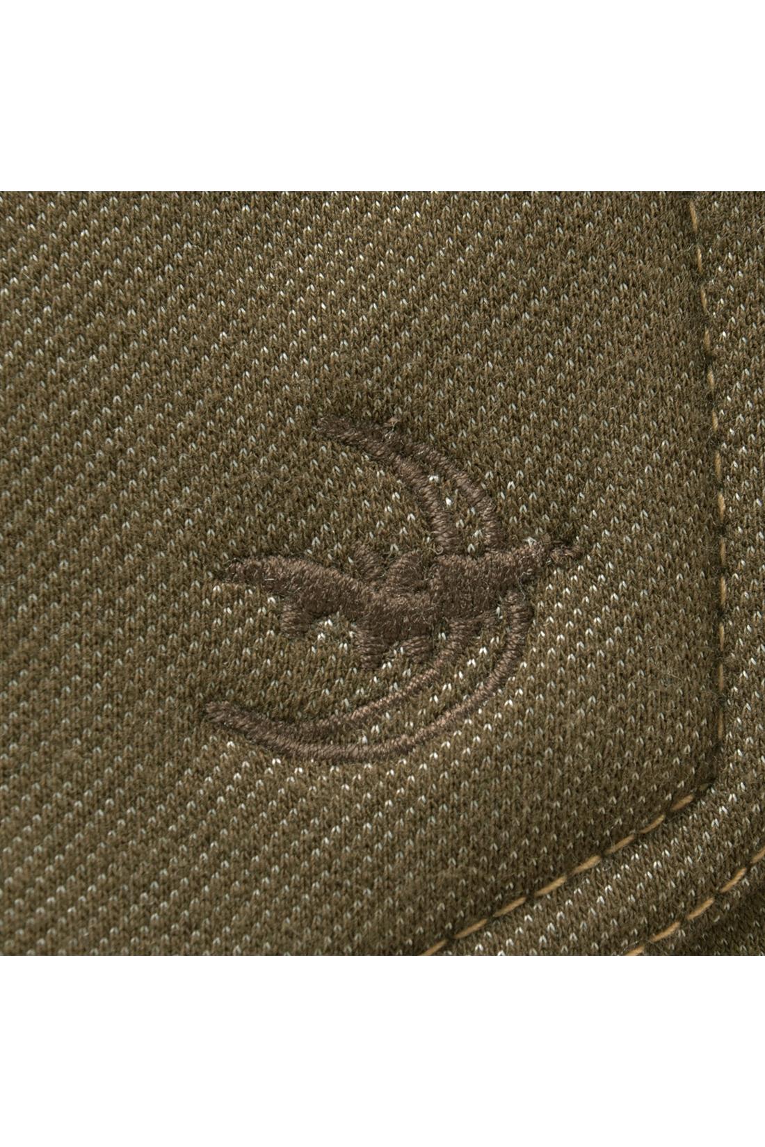 後ろポケットのおしゃれなコウモリの刺しゅうがアクセント。