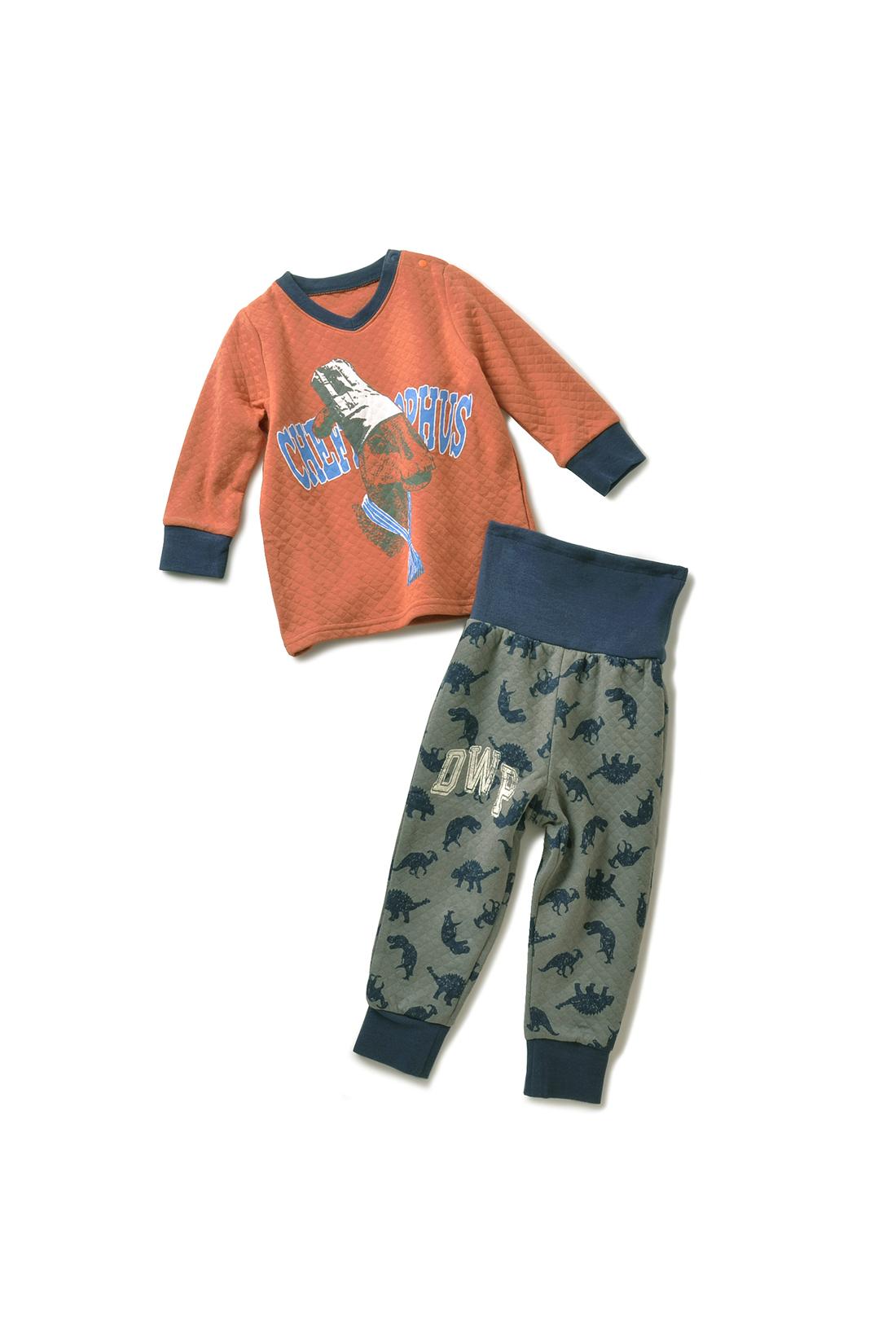 パンツの前側にはクールなロゴプリント。ひと目で前後がわかるので、ひとりでのお着替えもがんばれそう!
