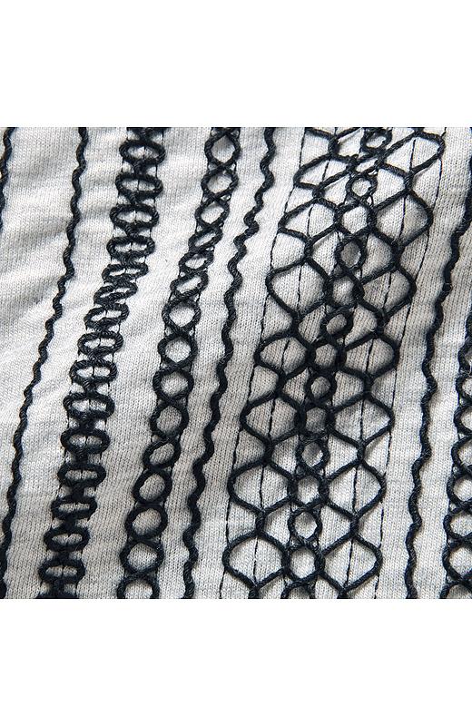 なんといってもこの凝った刺しゅうが、いちばんのこだわりポイント。派手になりすぎないように黒い糸で!