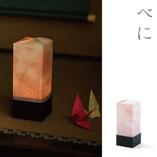舞妓さんがくちびるにさした京べにの華やかさ。時に淡く、時に濃く。「べに」は女性をほころばせる色です。(杉本家 八畳の間)