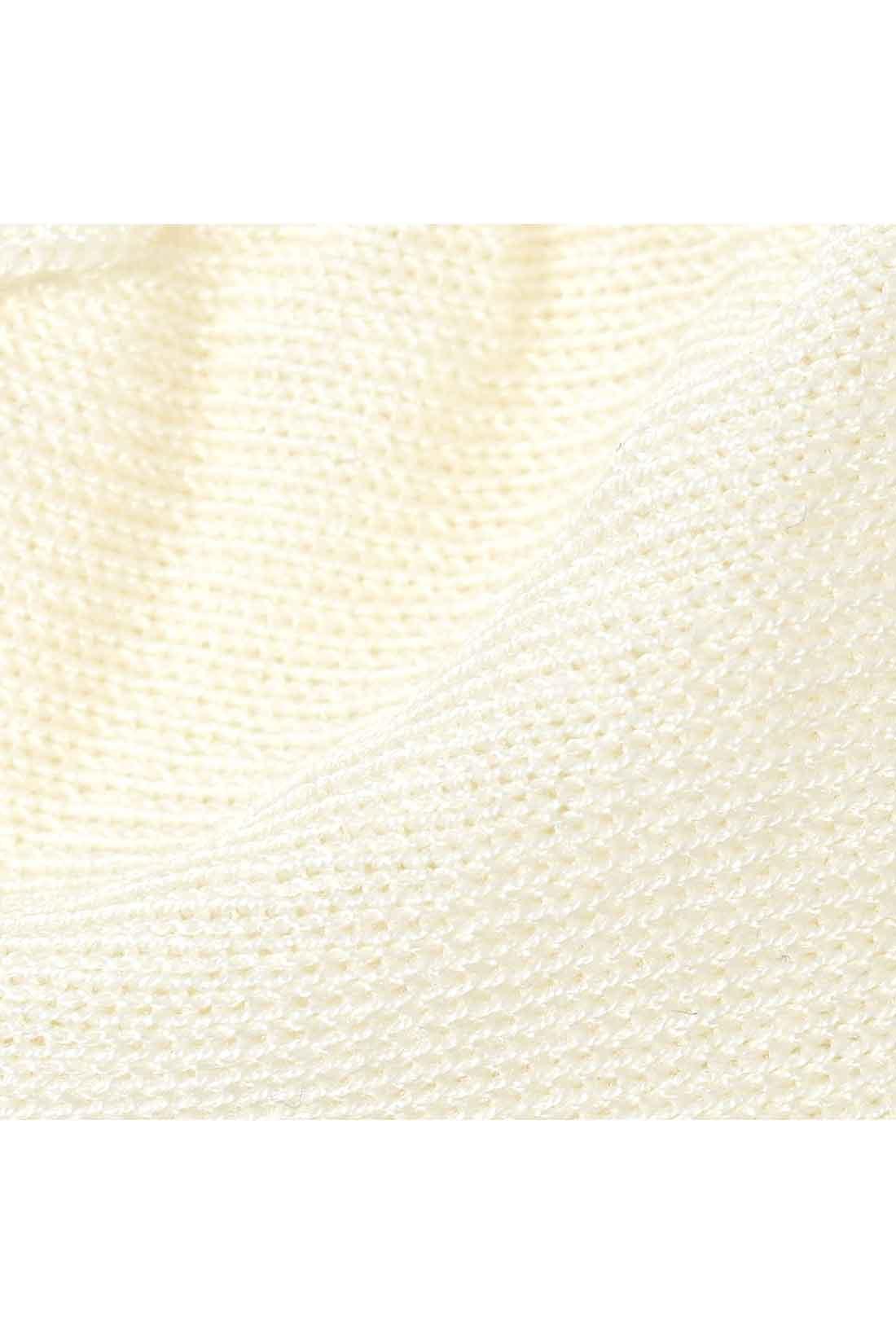 ガーゼのように薄く通気性のよい素材で、むれにくく快適なはき心地。