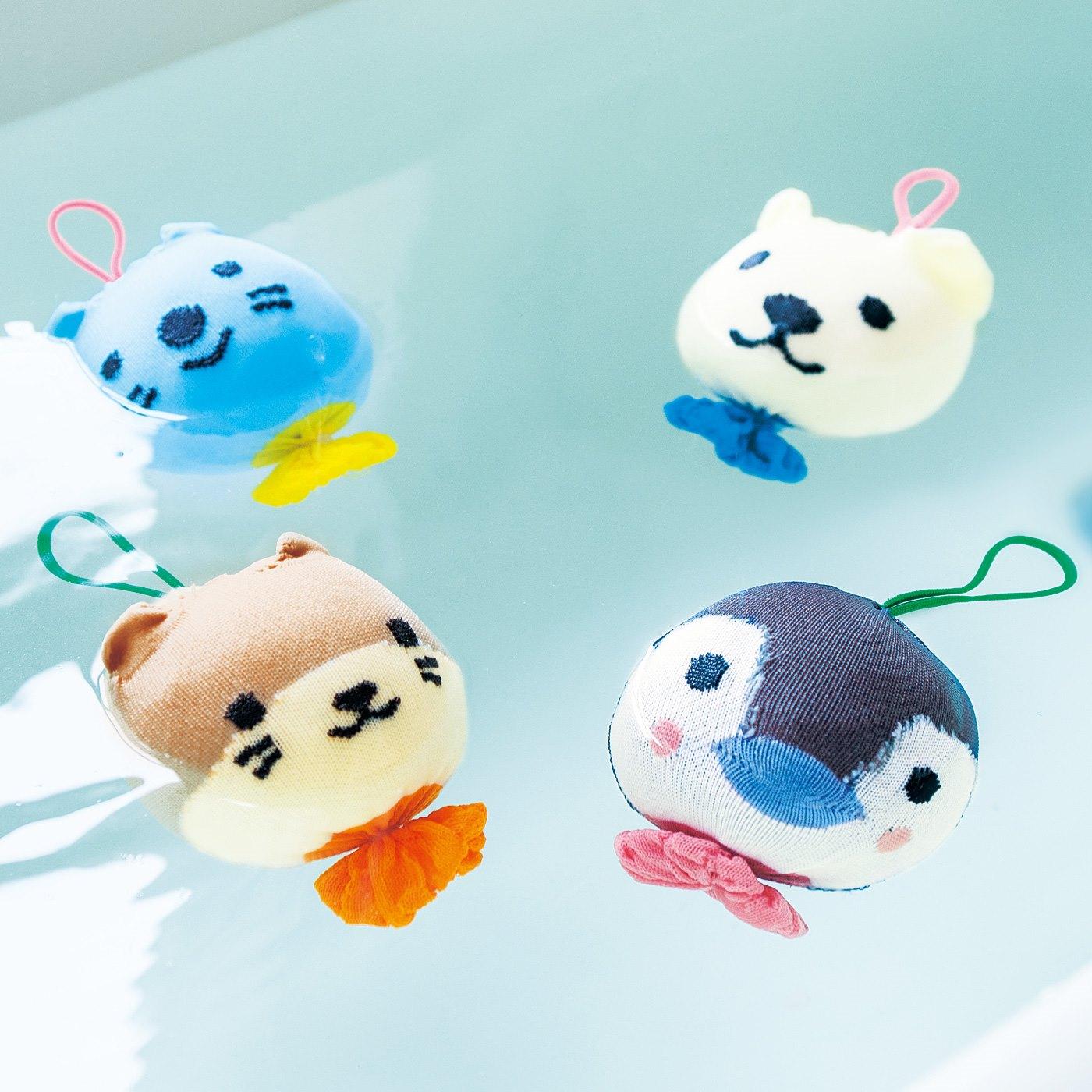 ペンギンやラッコなど、水辺で暮らす動物の赤ちゃんをモチーフにしたお掃除ボール。