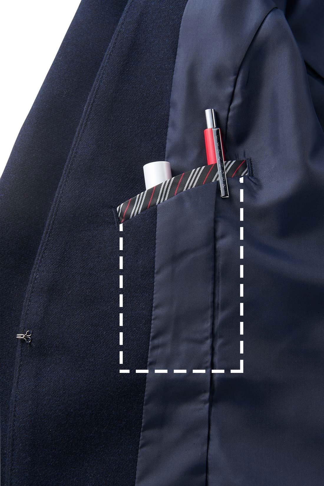 充実の内ポケット。ナナメカットでペンとリップがちょうど入って取り出しやすい設計に
