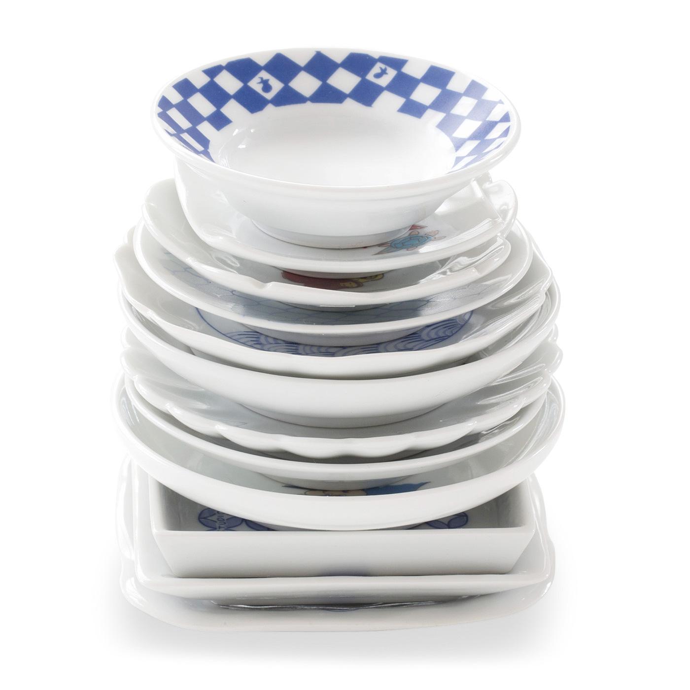 お皿は全部重ねてもコンパクト!そろりと食器棚の片隅に。