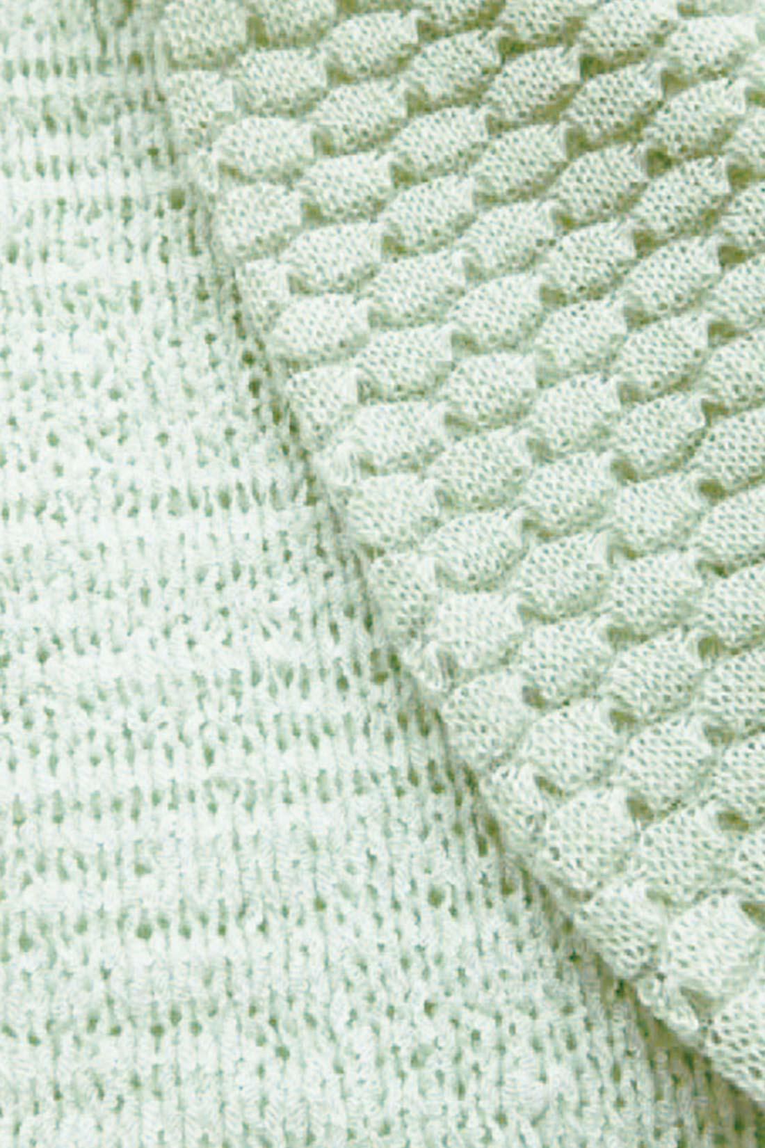 ★編み目の違いにご注目♪ 身ごろの部分はメリヤス編み、お袖の部分は模様編みに。