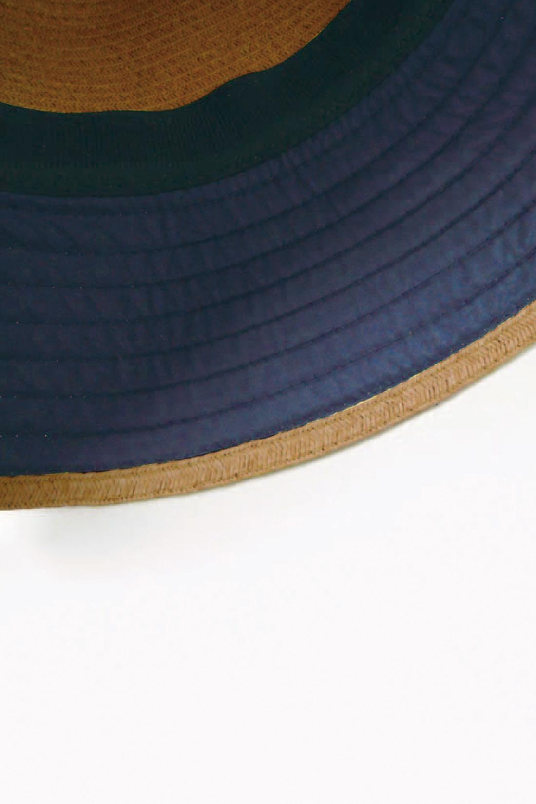 ★つば裏にヒミツあり。 広めのつば&つば裏の紺色の生地で、UVをしっかりカットしちゃうよ。