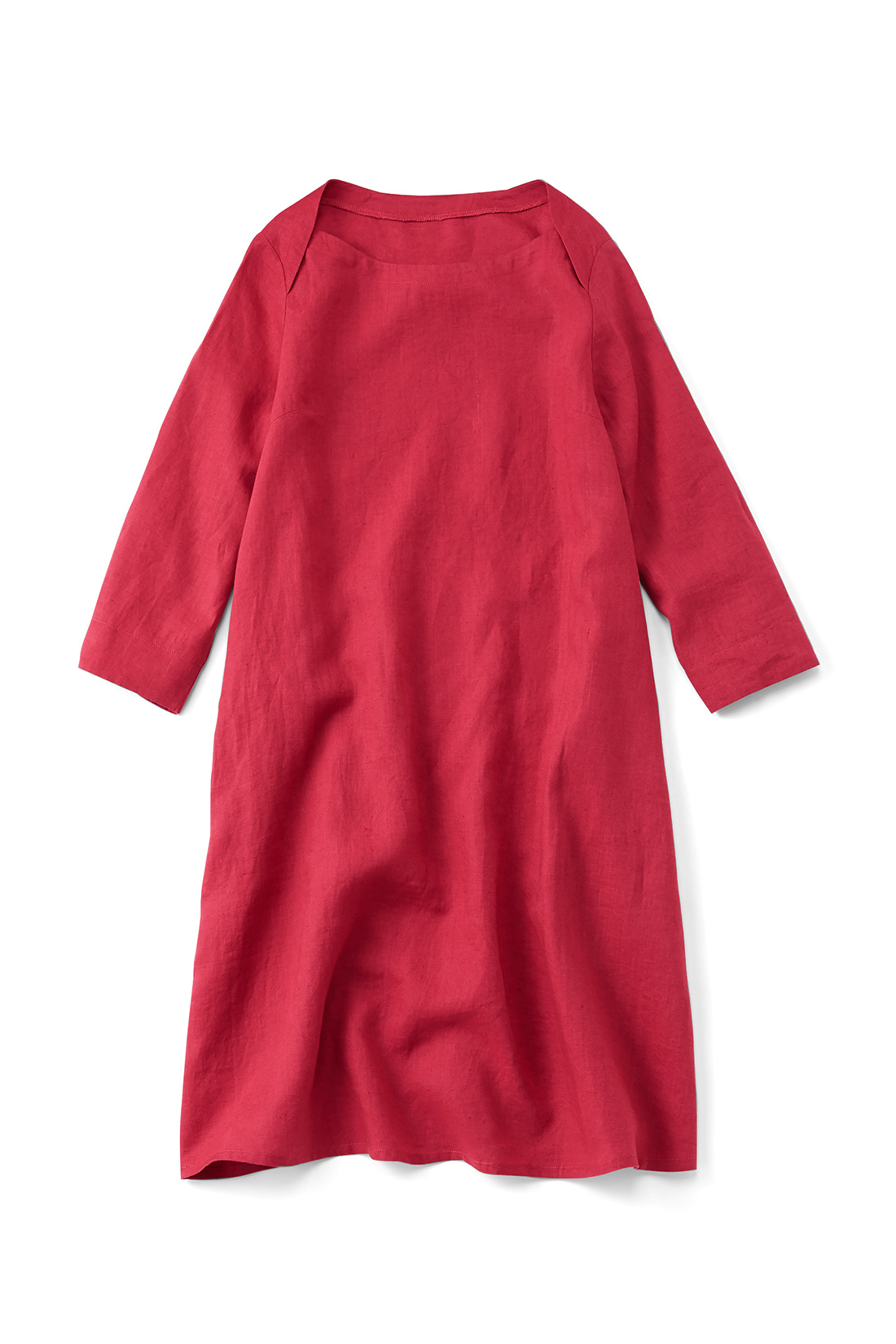 【レッド】肌寒い日はインに長袖Tシャツを着たり、秋冬はタートルで、とオールシーズン大活躍。衿ぐりのデザインも素敵でしょ。