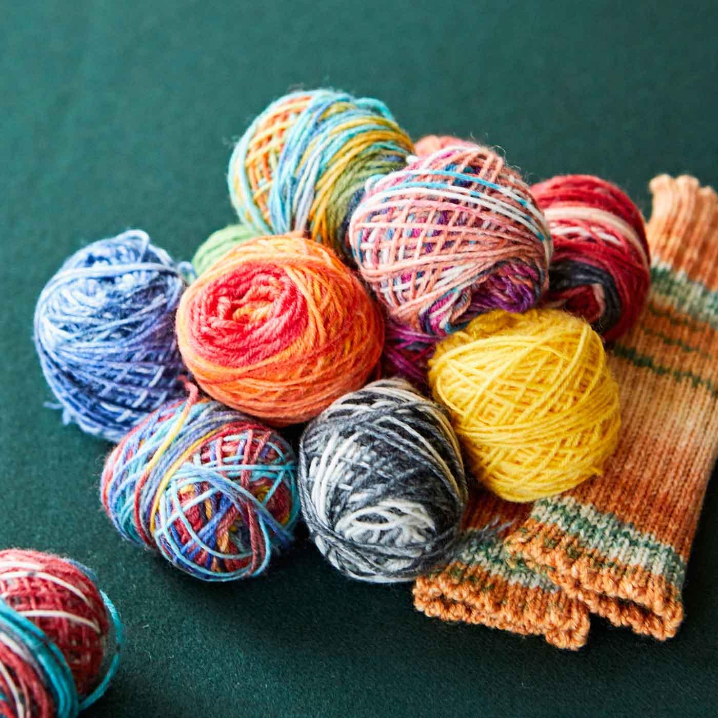 中には、毛糸玉や編み上がったニット小物が入っている日も!