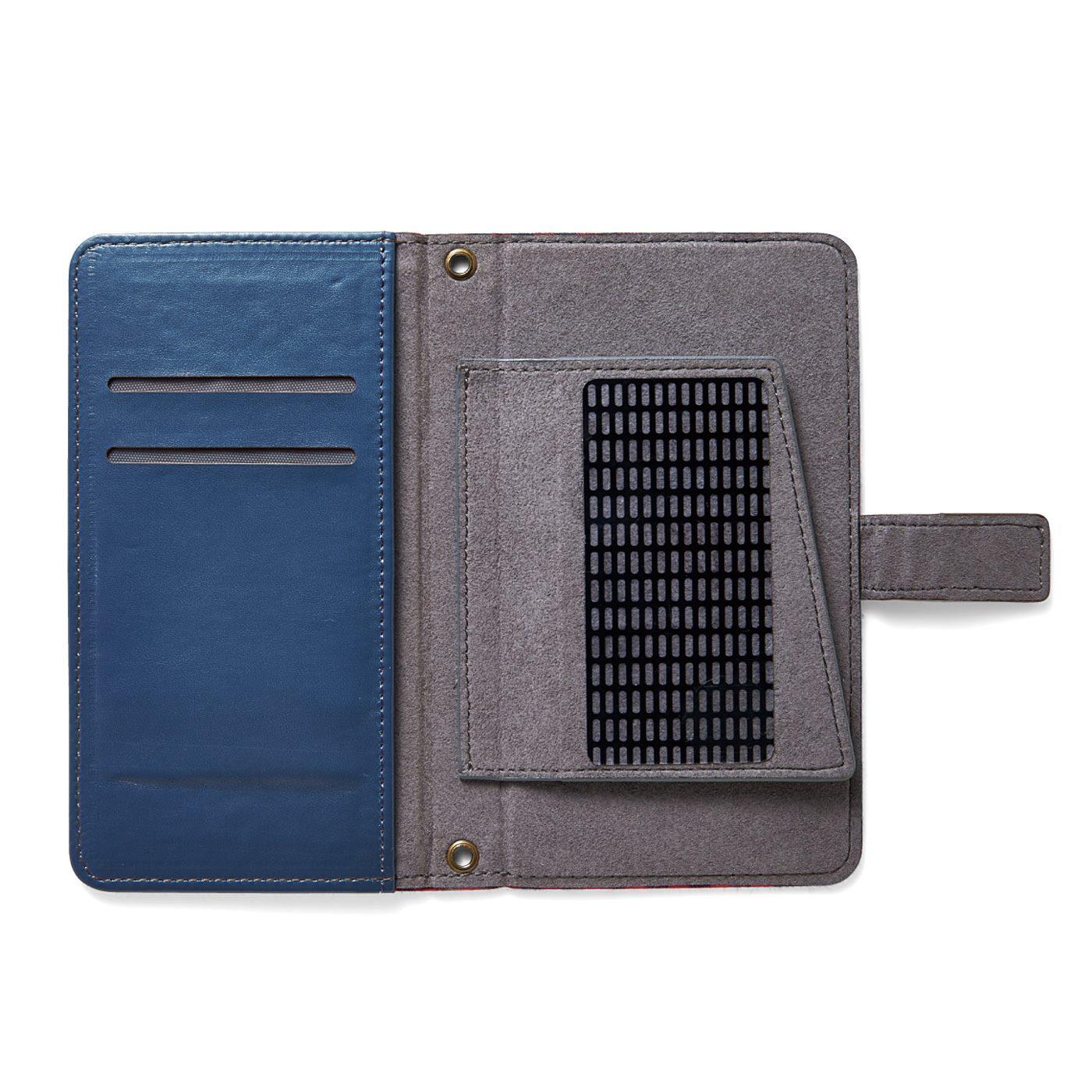 カードポケット2個とフリーポケット1個付き。
