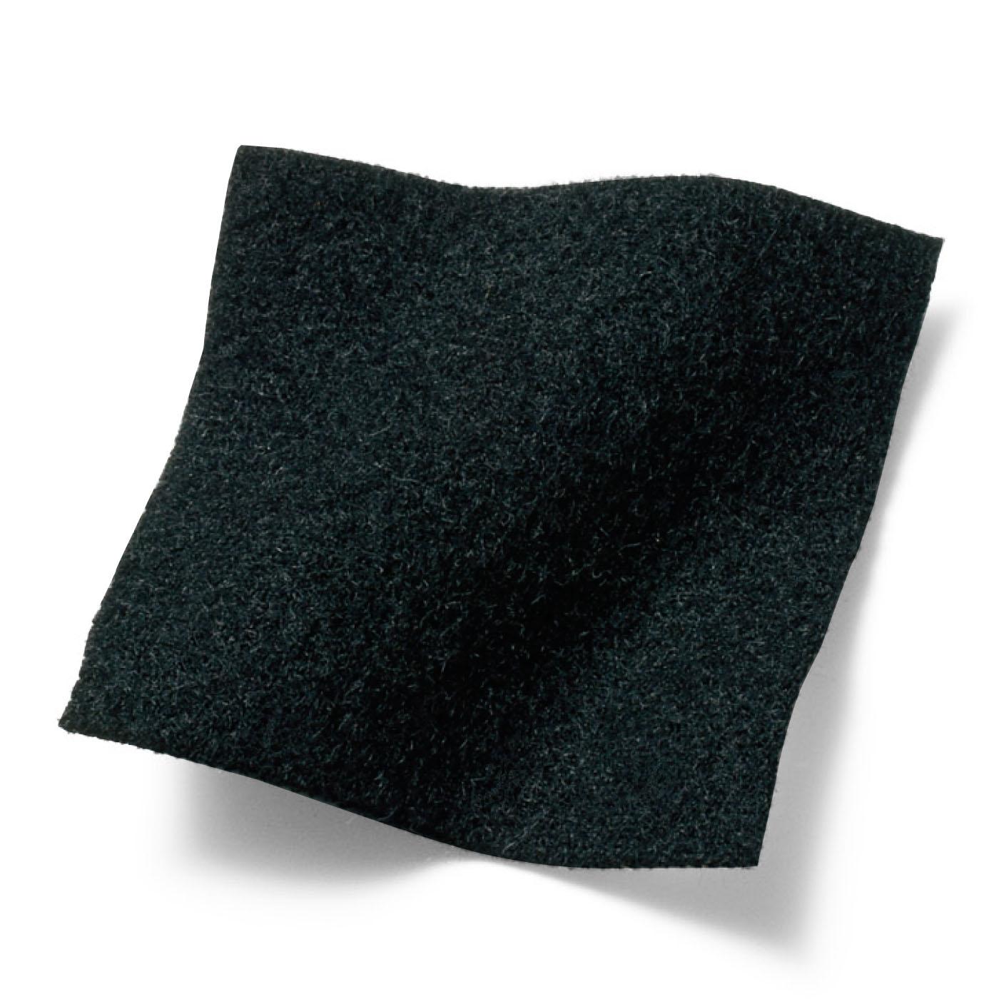 肌寒い日も下半身をあたためるふわふわの裏起毛素材。