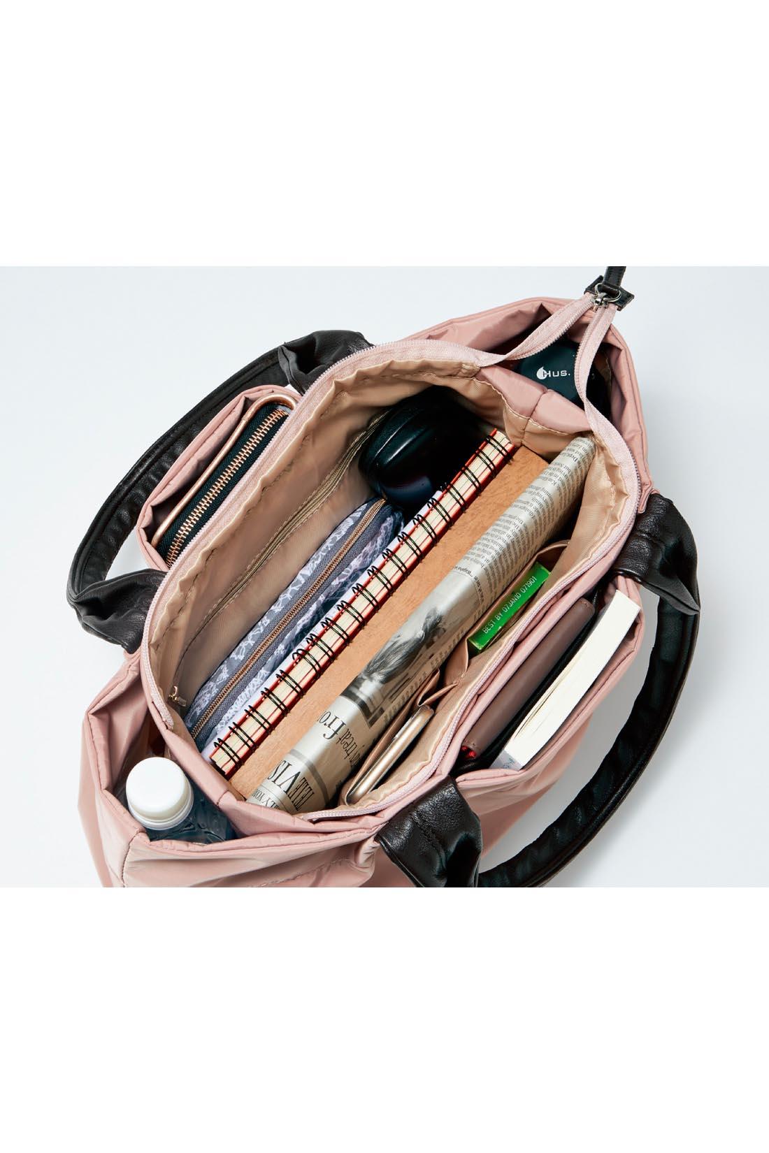 A4もおまかせの大容量 マチたっぷりの、大容量。書類や雑誌が余裕で収まります。さらに機能的なポケットを前後左右に配置。長財布はタテ長ポケットに収納できて便利!