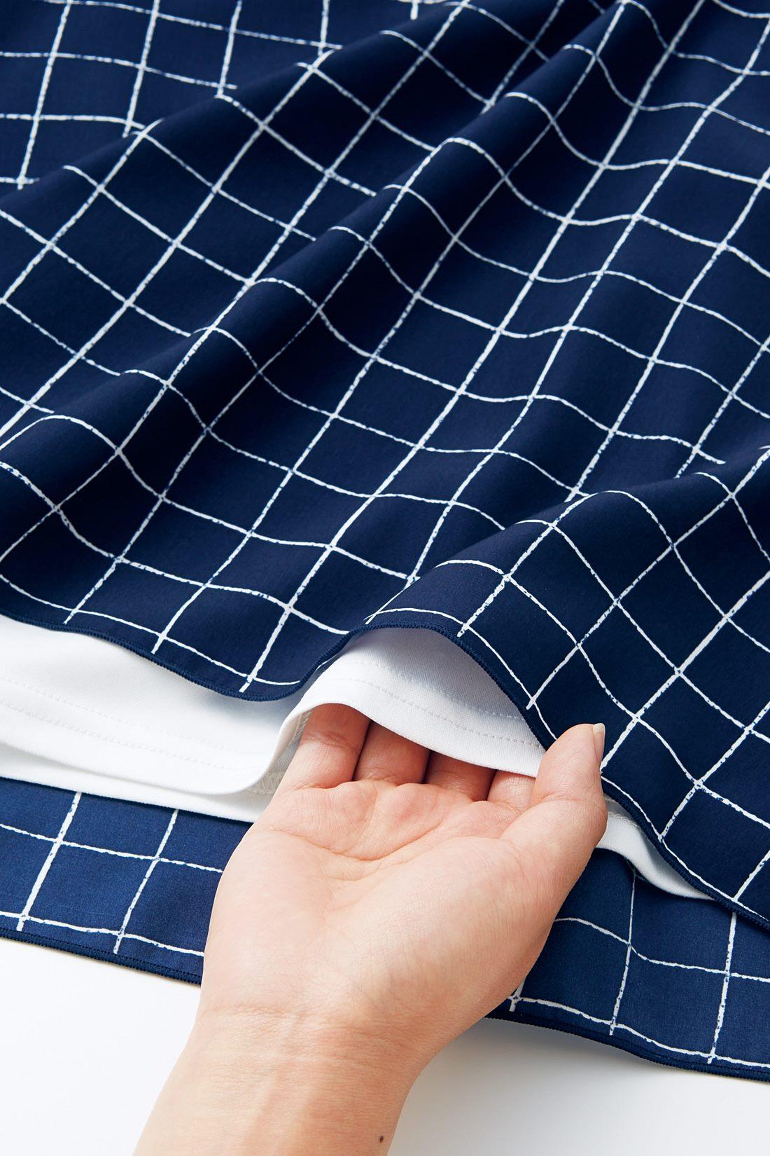身ごろ内側にはカットソーをドッキング。二枚仕立てでまるでTシャツ級の着心地です。