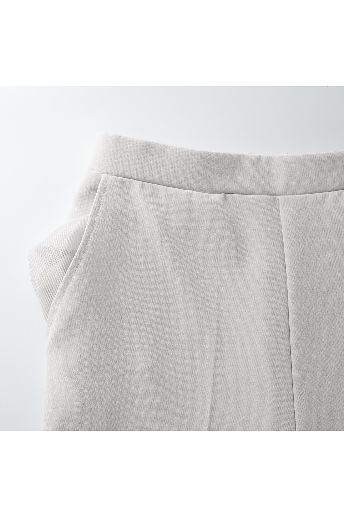 ポケットはメッシュ素材で通気性をよくしました。