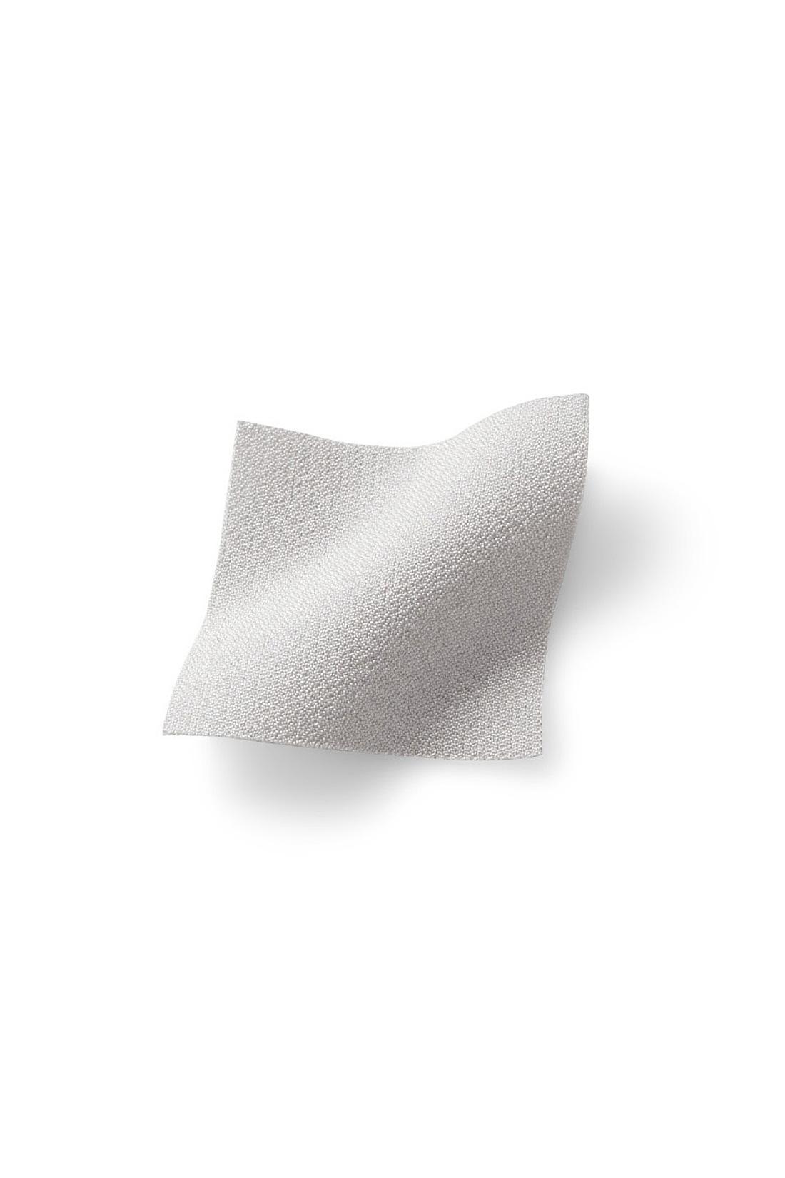 ひんやりサラサラな東レ(株)の機能素材「エアロタッシェ(R)」を使用しているから1日中快適。