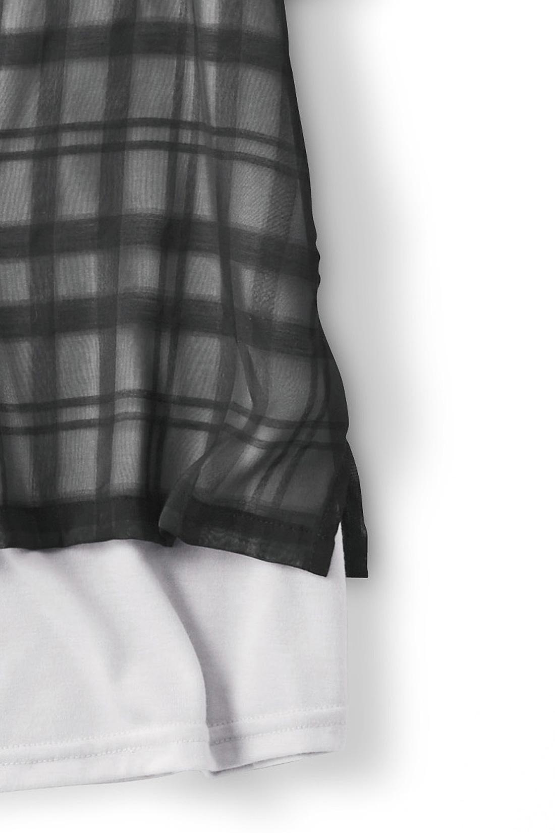 すそはスリットのデザインで着ぶくれ防止。