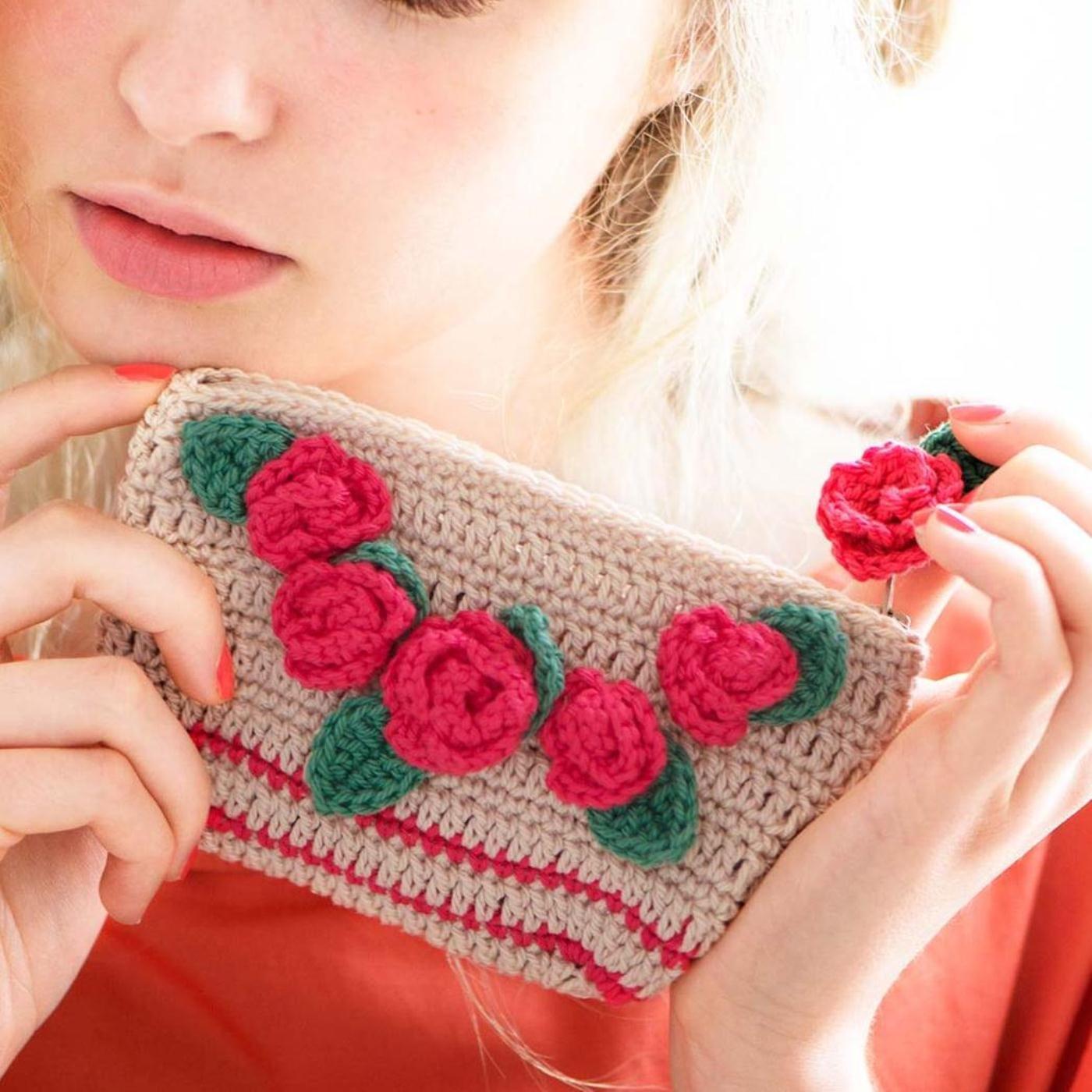 花言葉でしあわせを持ち歩こう かぎ針編みお花モチーフのポーチ