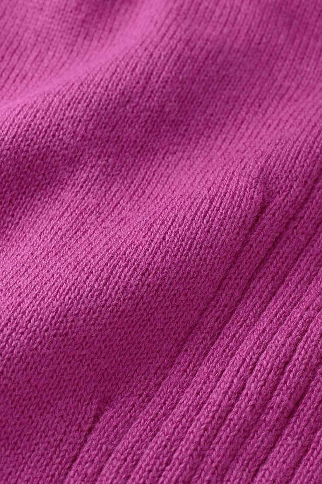 上質な着心地 コットン100% 適度な肉厚感があり、とてもやわらかなコットン100%のハイゲージニット。天然素材ならではの風合いのよさが魅力。